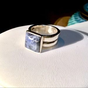 🌺Sterling Silver and Lapis Ring
